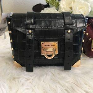 Last1✨Michael Kors small Manhattan messenger bag